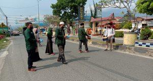 Putus Rantai Covid-19, Basara Madina Bagi Ribuan Masker di Jalan Umum Panyabungan