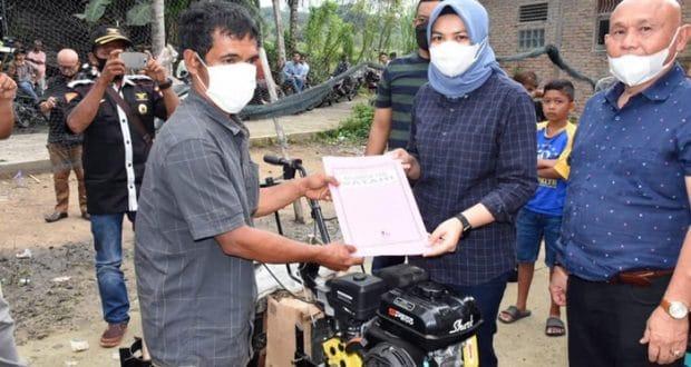Pemkab Madina Serahkan Bantuan Kultivator untuk Tujuh Kelompok Tani