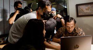 Tantangan Landung Simatupang dan Rukman Rosadi Bintangi Film Penyalin Cahaya